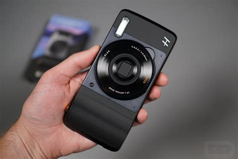 Video: Hasselblad True Zoom Moto Mod First Look! | Droid Life